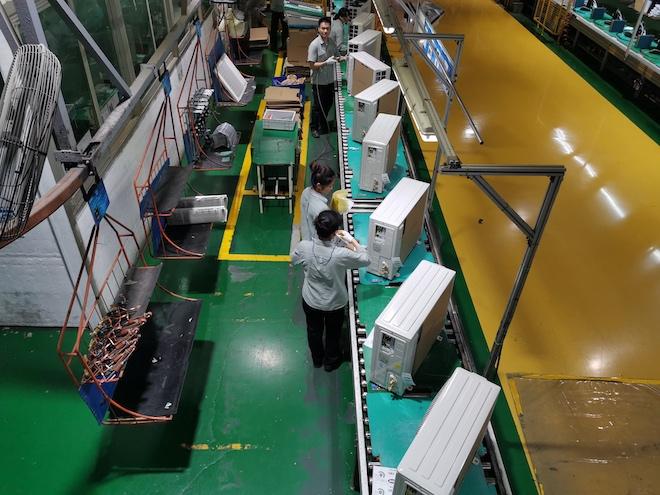 Công nhân robot áp đảo trong nhà máy sản xuất máy lạnh lớn nhất thế giới